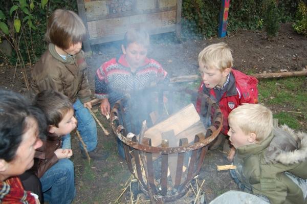 Feuer: nützlich, hilfreich und sehr spannend (Foto: Rainer Deimel)